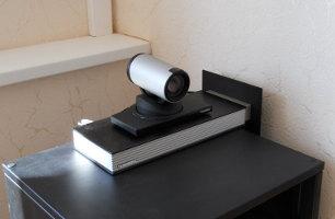 Пример терминала ВКС с возможностью многоточечной видеоконференцсвязи и камерой высокого разрешения